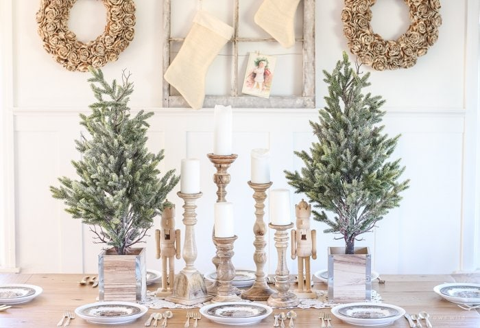 farmhouse christmas dining decor