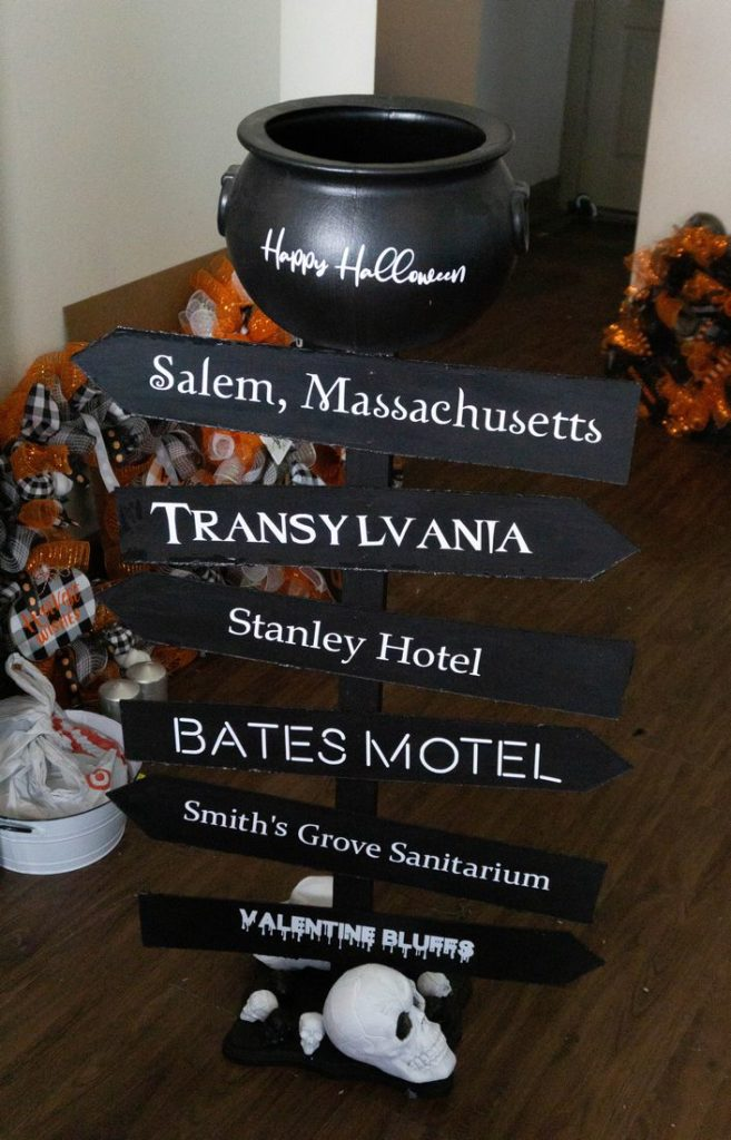 DIY Cauldron Sign Post