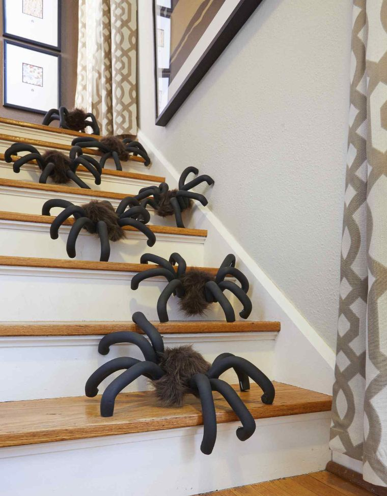 DIY Life-Sized Spiders