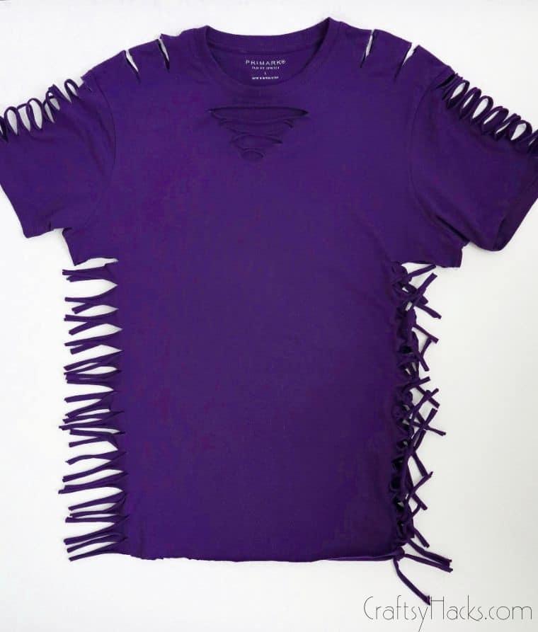 tying knots on shirt