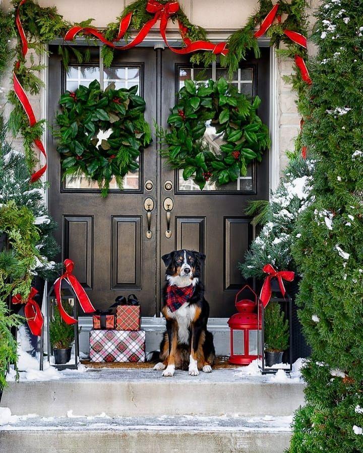 Green wreath porch