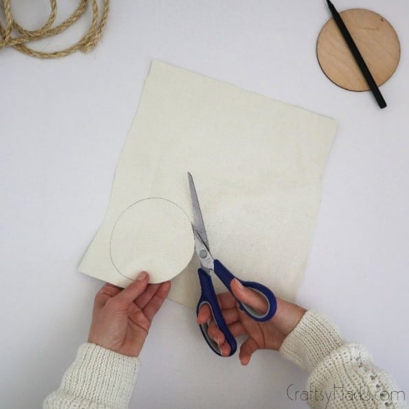cutting circle from fabric