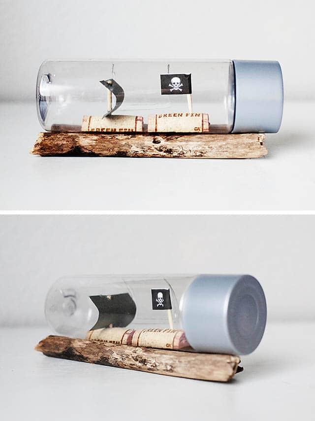 Piratenschiffe in einer Flasche