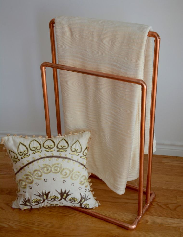 Copper Quilt Stand