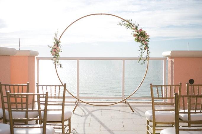 simple hoop arch