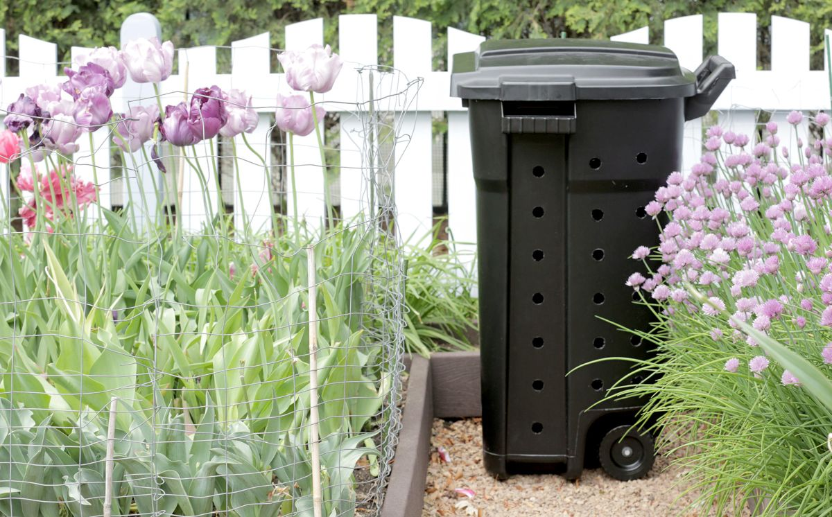 Super Easy DIY Compost Bin
