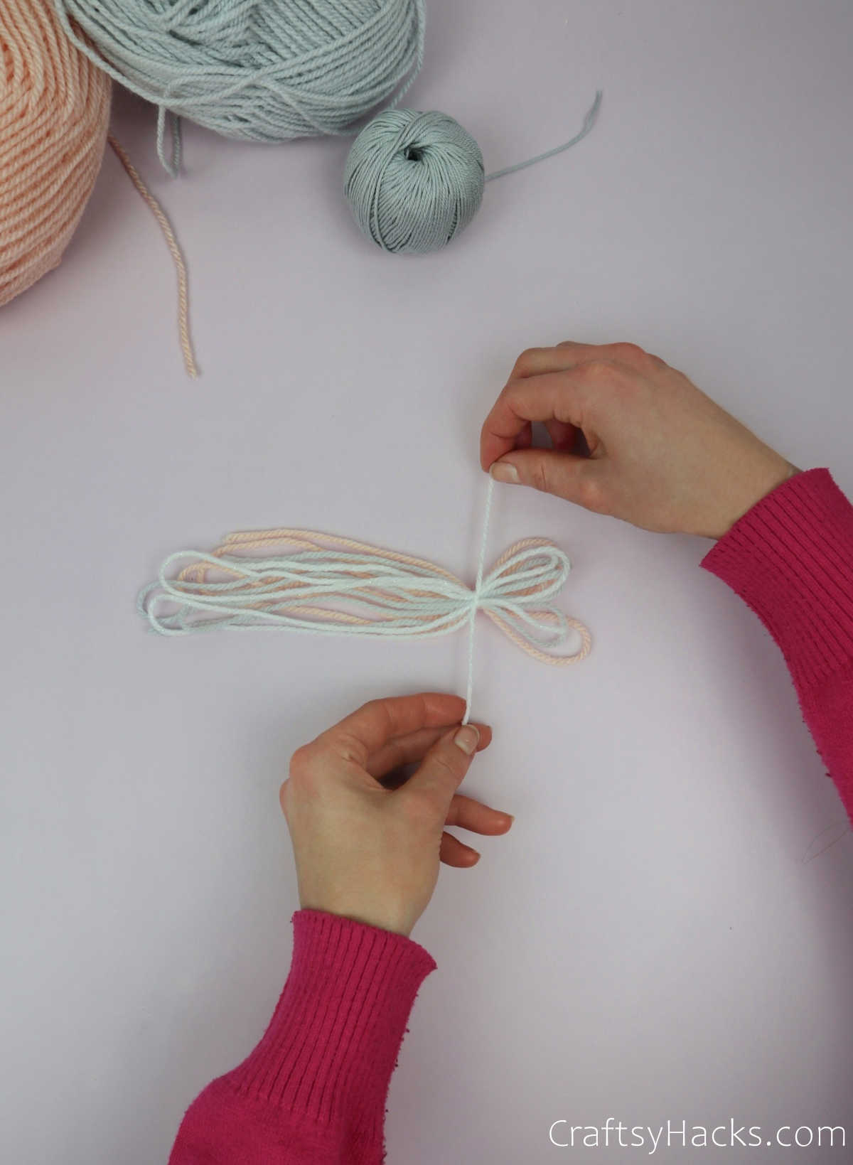 knotting end of yarn