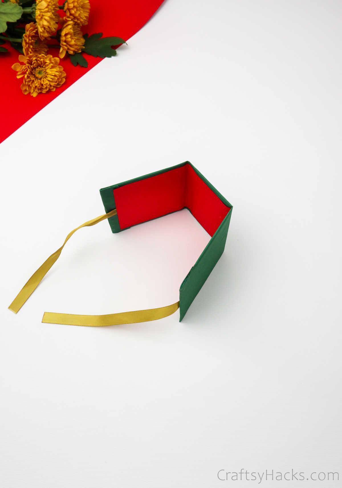folded sides of gift box