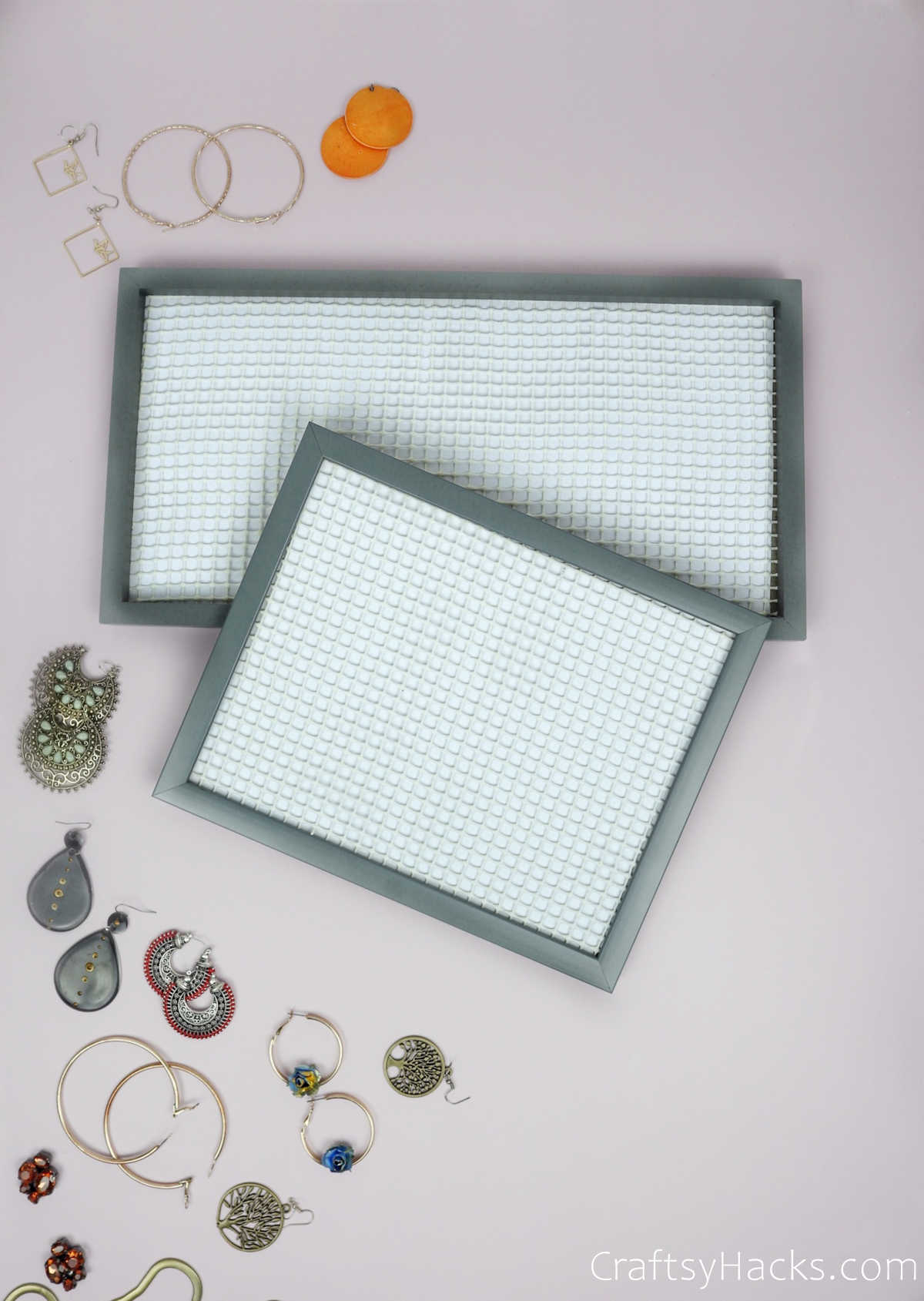 diy organizers with scattered earrings