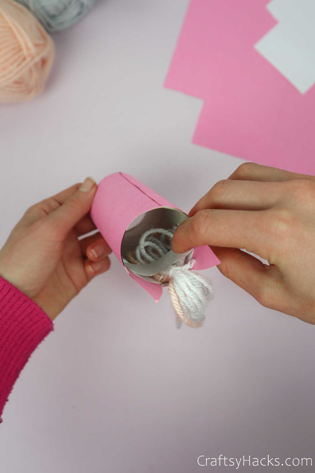 attaching yarn to paper roll