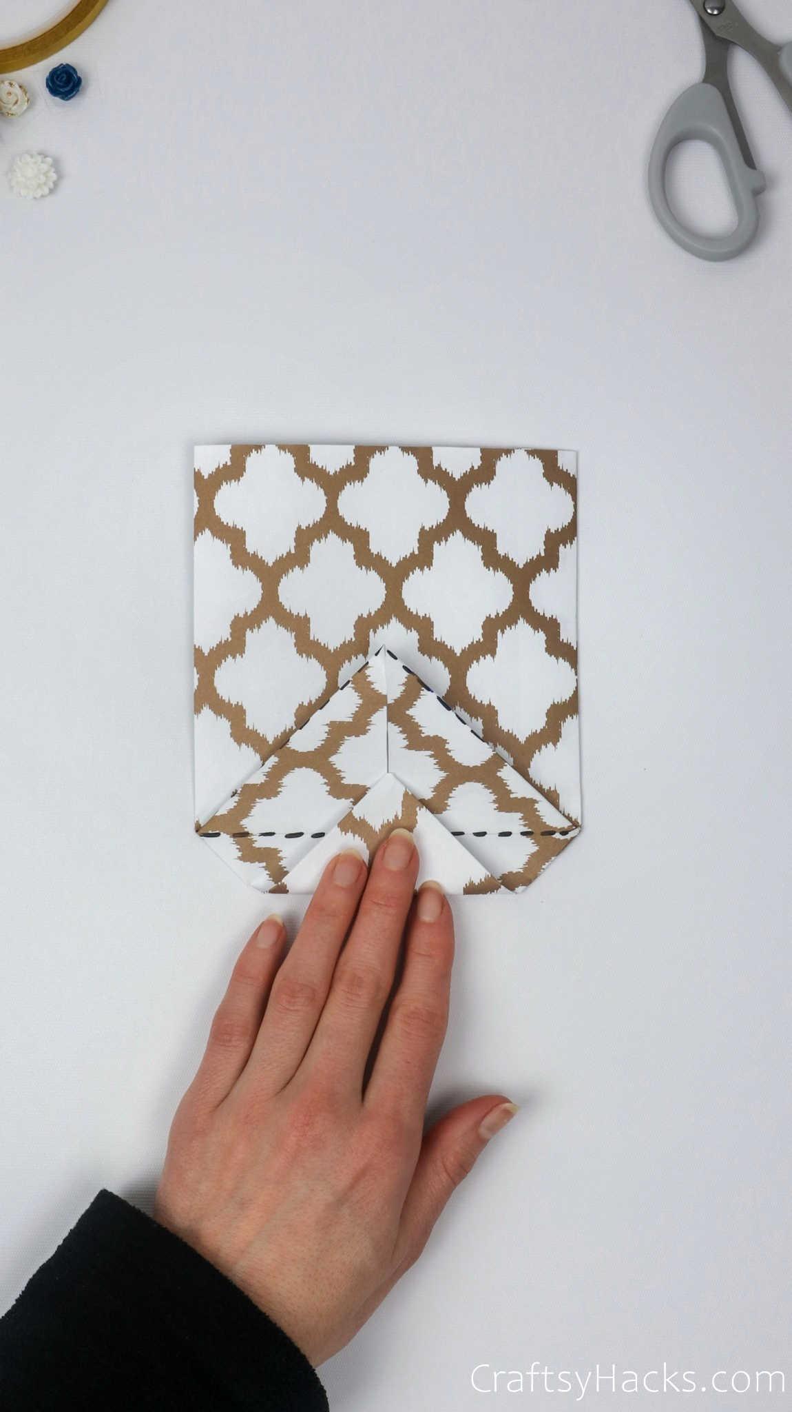 folding in bottom of paper