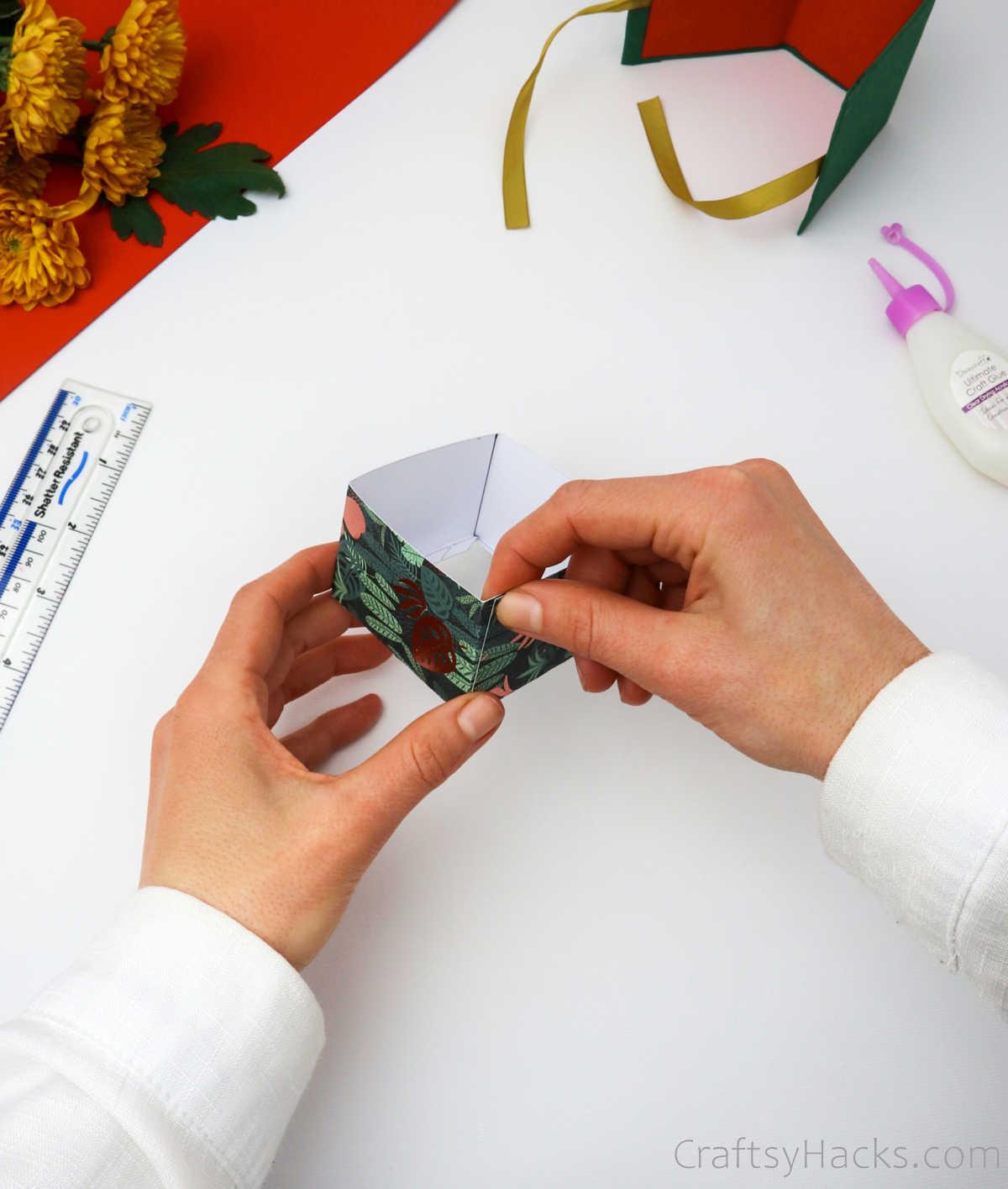 glueing box together