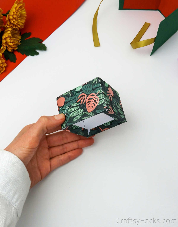 holding glued box together