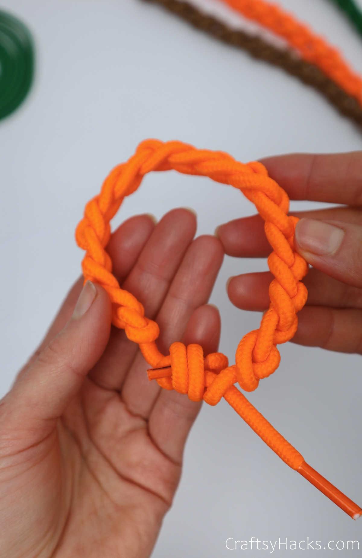 completed shoelace bracelet