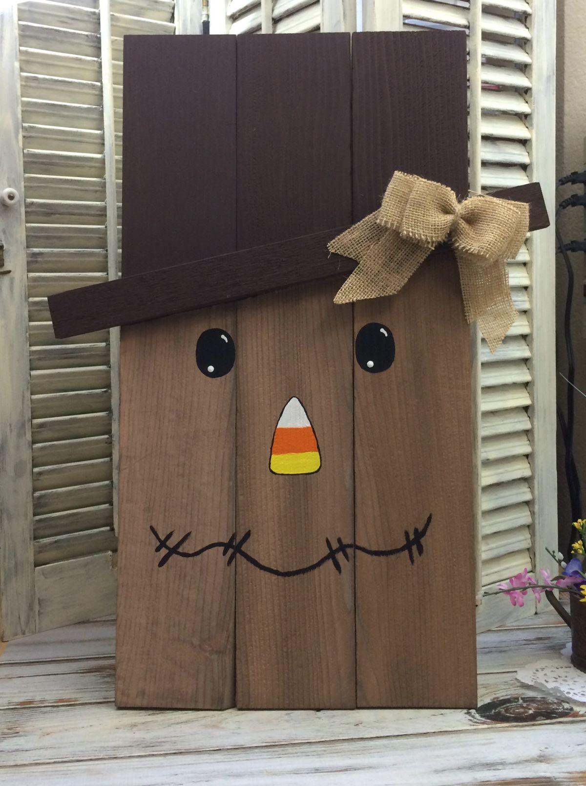 DIY Scarecrow From Cedar Pickets